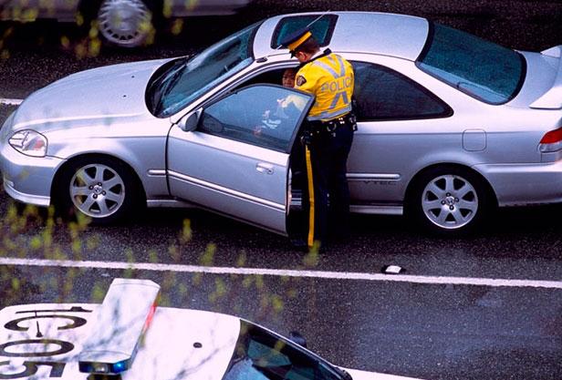 В Канаде, как и в других странах, предусмотрен штраф за движение на красный свет