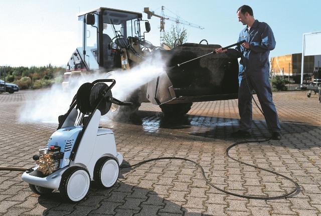 Чистка и мойка транспортного средства оборудованием Kranzle
