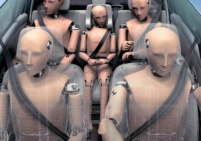 Всем водителям следует применять ремни безопасности