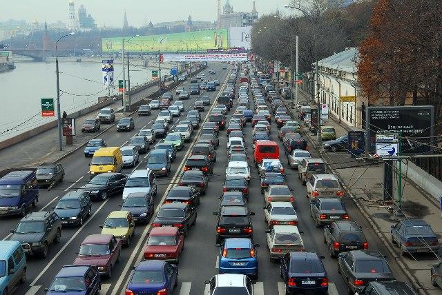 В час пик неопытному водителю следует быть особенно аккуратным