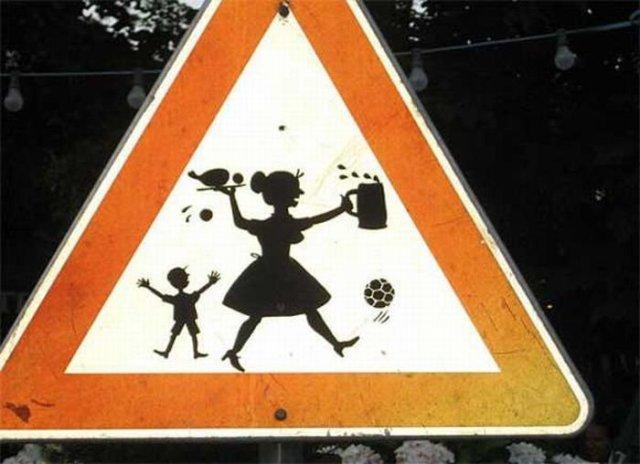 Необычный дорожный знак