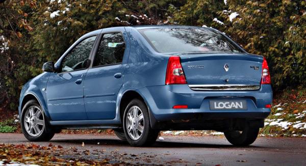 Автомобиль Renault Logan: вид сзади