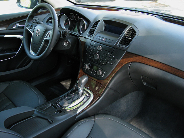 Салон автомобиля Opel Insignia