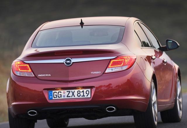 Автомобиль Opel Insignia: вид сзади