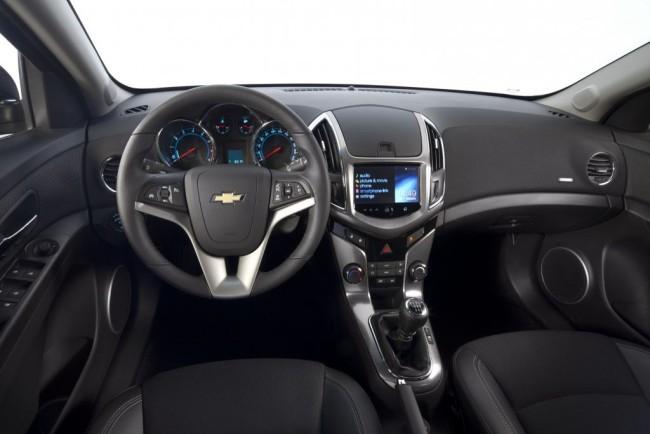 Салон автомобиля Шевроле Круз славится своим комфортом и надёжностью