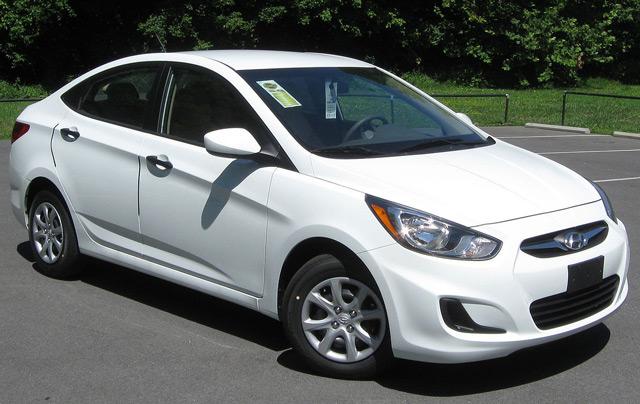 Автомобиль Hyundai Solaris доступен в кузове седан и хэтчбек