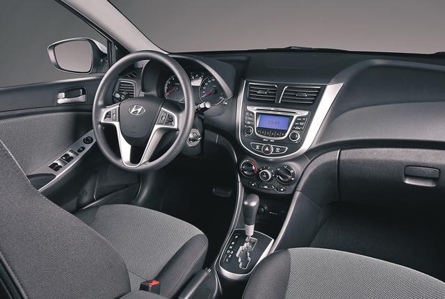 В салоне автомобиля Hyundai Solaris вы найдёте элементы современного интерьера