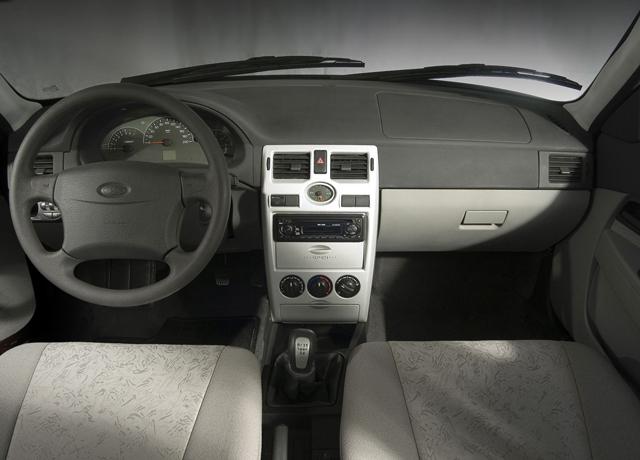 Салон автомобиля Лада Приора имеет более качественную отделку, чем у «француза»