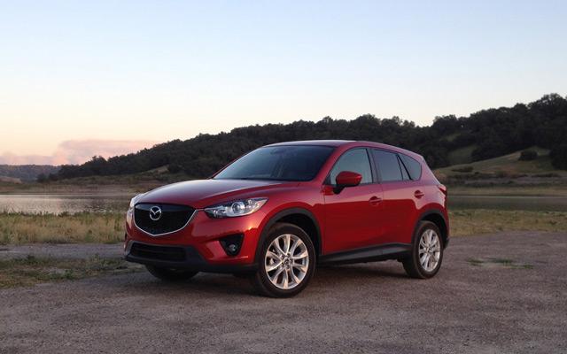 Автомобиль Mazda СХ-5 вобрал всё лучшее от предыдущих поколений