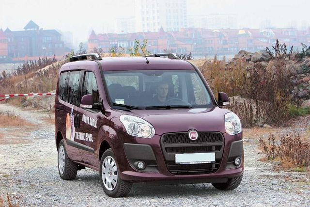 АвтомобильFIAT Doblo в пассажирском варианте может быть оснащён 7 сиденьями