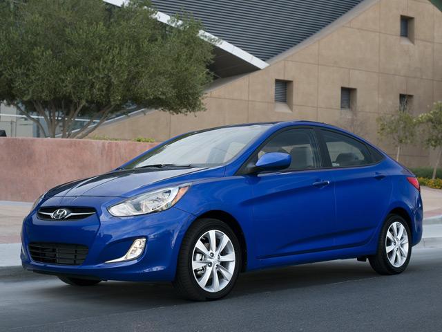 Автомобиль Hyundai Accent отличается багажником на манер лифтбека