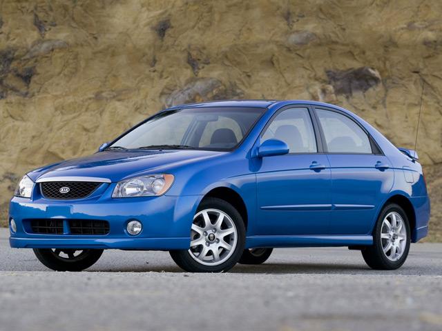 У автомобиля KIA Spectra более крупные габариты и колёса увеличенного диаметра