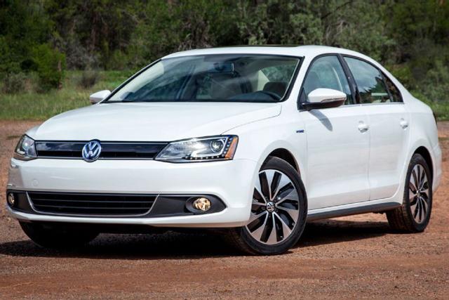 Внешность автомобиля Volkswagen Jetta говорит о том, что перед нами настоящий «немец»