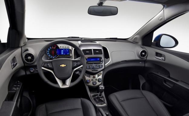 В салоне Chevrolet Aveo реализованы многие дизайнерские решения