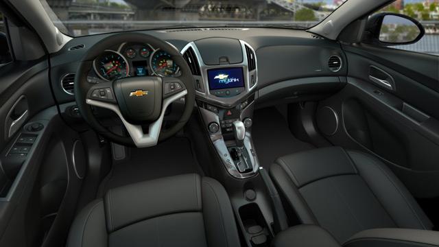 Салон Chevrolet Cruze выполнен в традиционном стиле