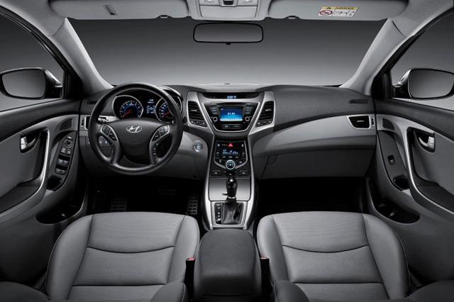 В салоне Hyundai Elantra пассажиры не будут чувствовать себя в тесноте