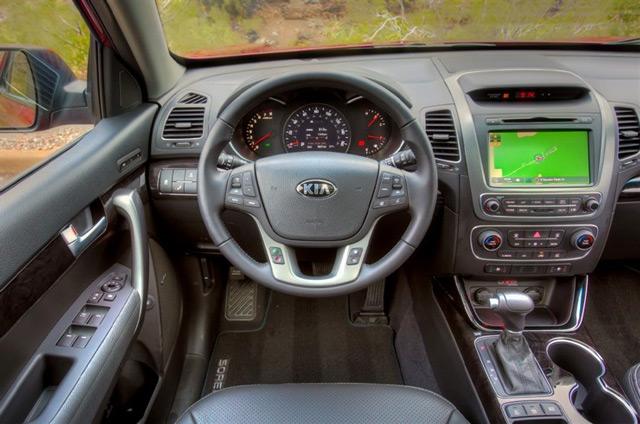 АвтомобильKia Sorentoможет похвастаться большим списком удобств для водителя и пассажиров