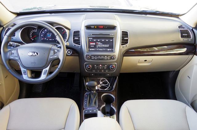 В салоне автомобиляKia Sorento предусмотрен подогрев задних сидений