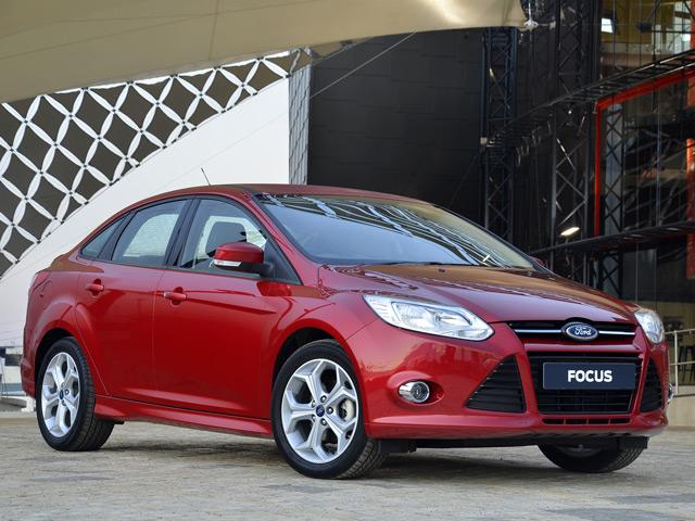 Внешне автомобиль Ford Focus практически не изменился после смены нескольких поколений