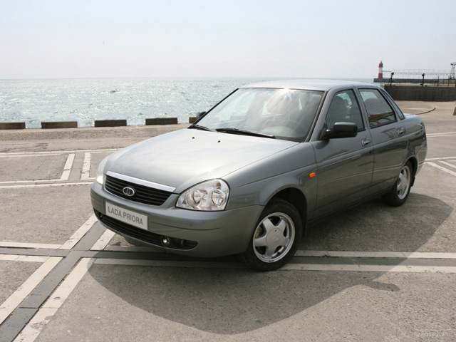 Так выглядит автомобиль Лада Приора в кузове седан