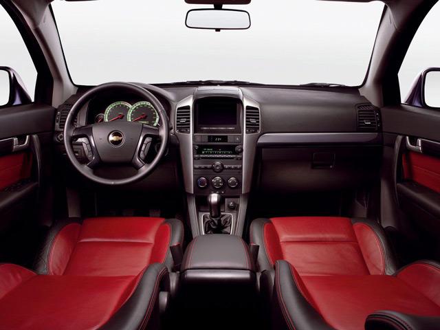 В автомобиле Шевроле Каптива сделана ставка на удобство использования управляющих элементов
