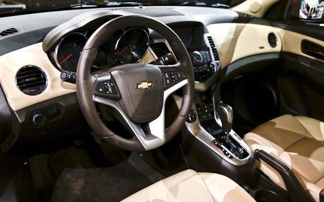 Качество отделочных материалов и большие регулировочные возможности – вот отличительные качества салона Chevrolet Cruze