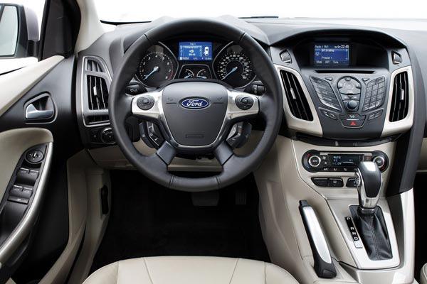 Салон автомобиля Ford Focus можно сравнить с кабиной самолёта
