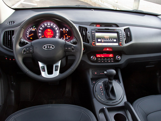 В салоне автомобиля Kia Sportage реализованы многие современные технологии