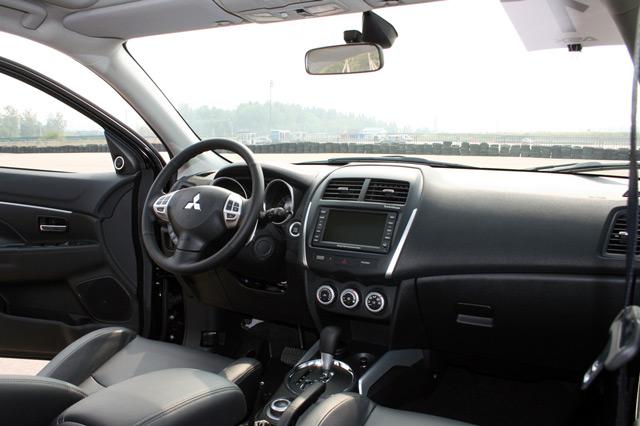 В автомобиле Mitsubishi ASX просторный и стильный салон