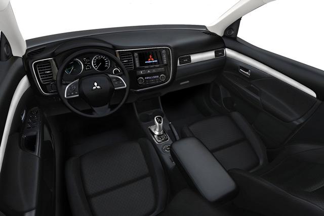 Салон автомобиля Mitsubishi Outlander лаконичен и комфортабелен