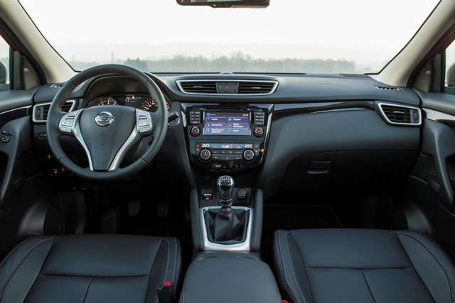 Салон автомобиля Nissan Qashqai позволит насладиться комфортом водителю и пассажирам