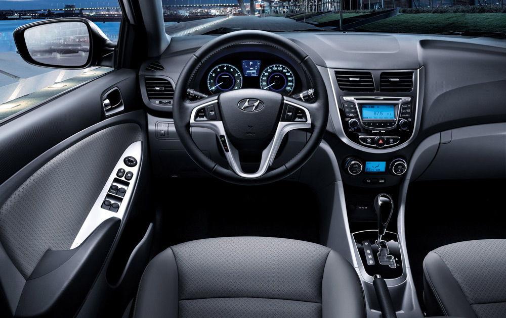 В салоне автомобиля Hyundai Solaris