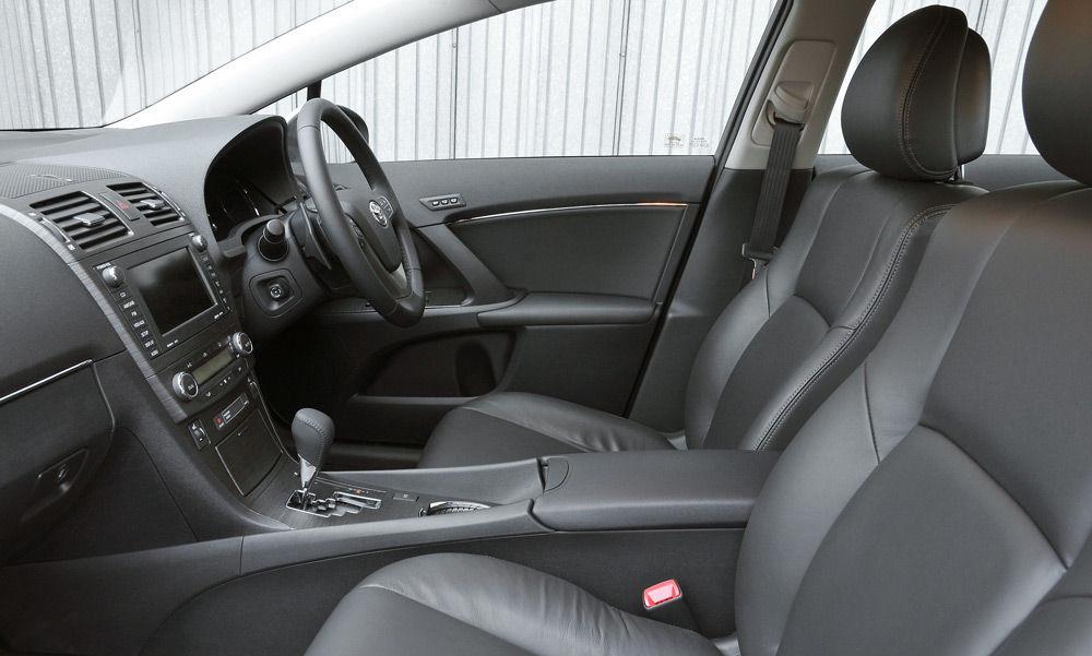 В салоне автомобиляToyota Avensis