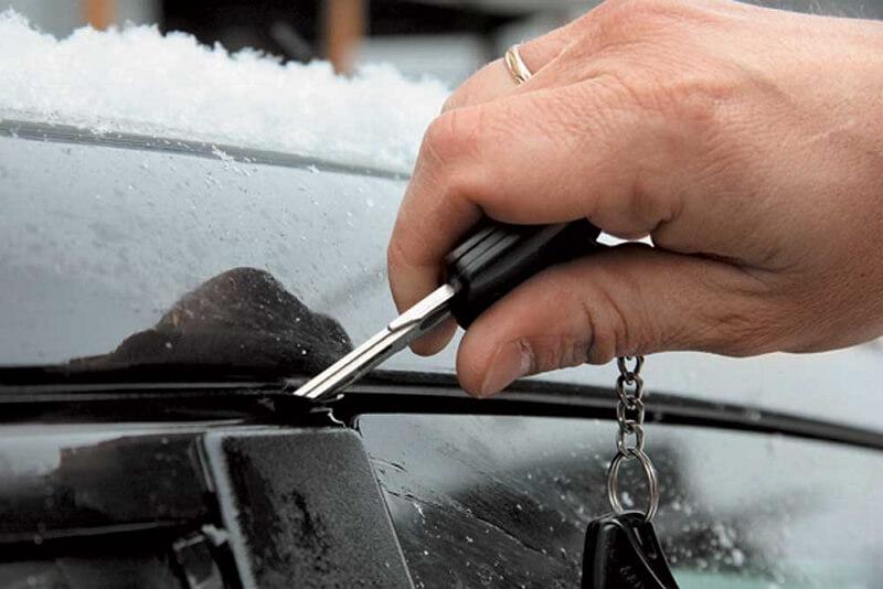 Примерзшие двери автомобиля