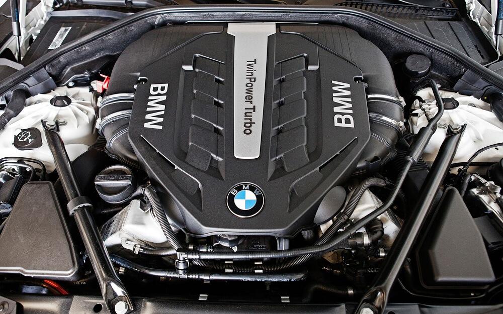 BMW 750Li двигатель