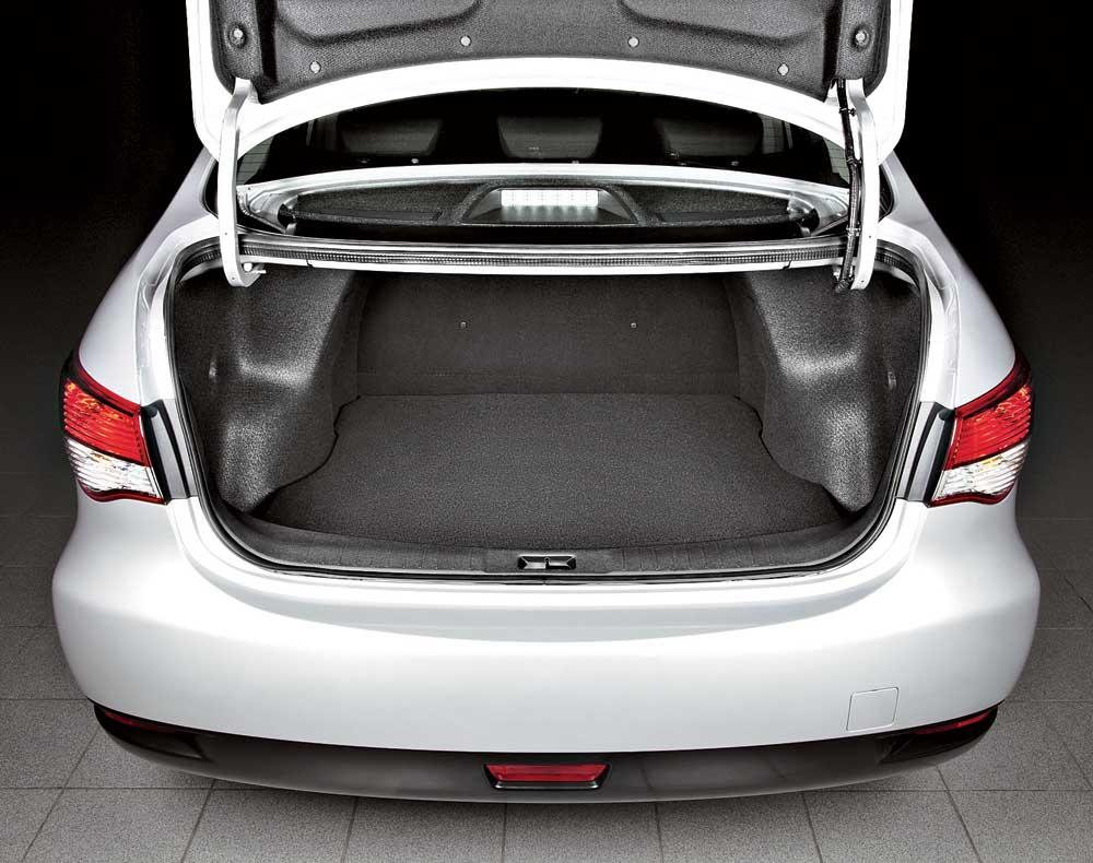 Nissan Almera багажник