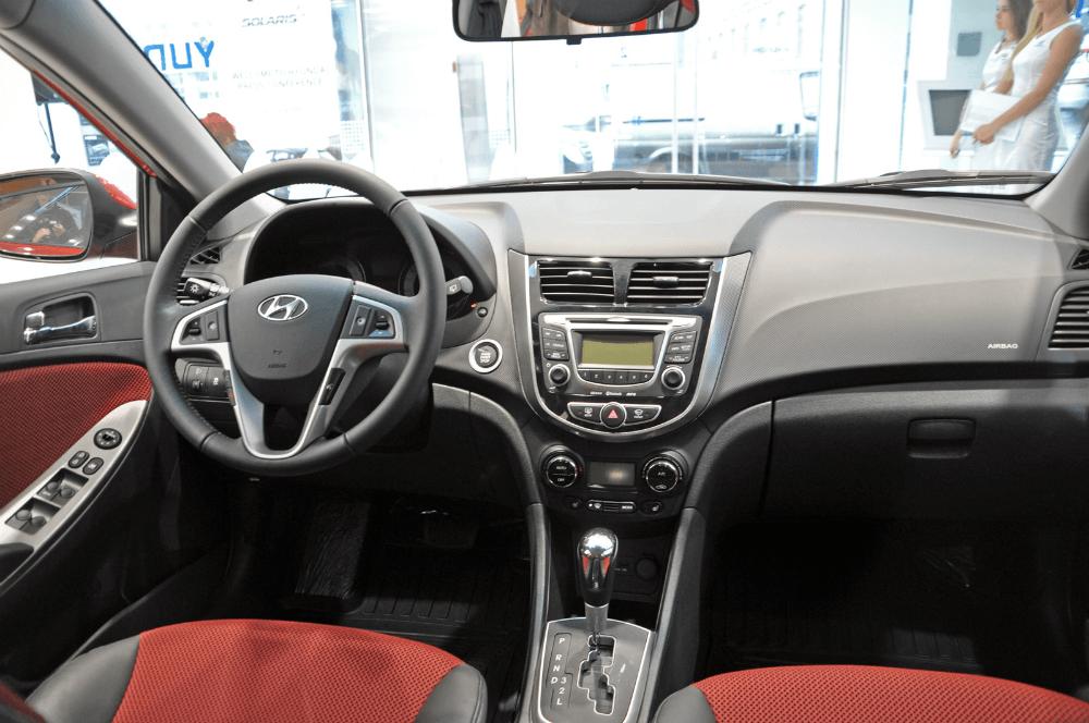 Салон автомобиля Hyundai Solaris