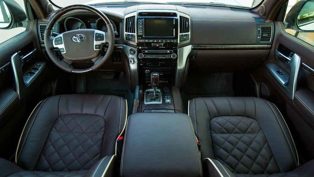 Салон нового Toyota Land Cruiser 200