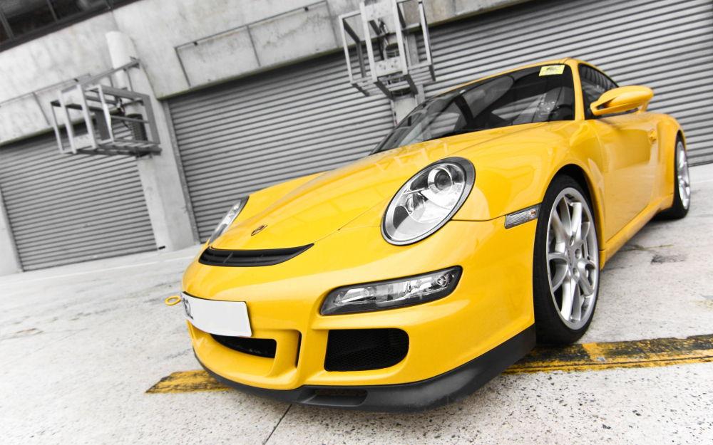 Жёлтое авто