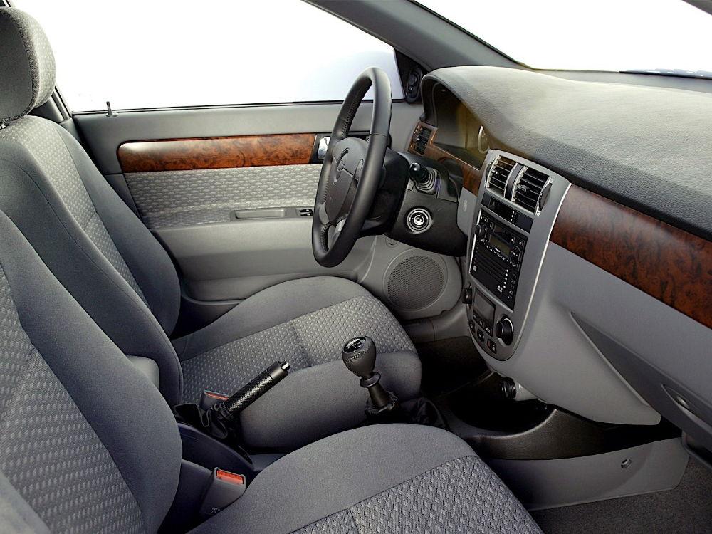 Chevrolet Lacetti salon - Что лучше рено меган или шевроле лачетти