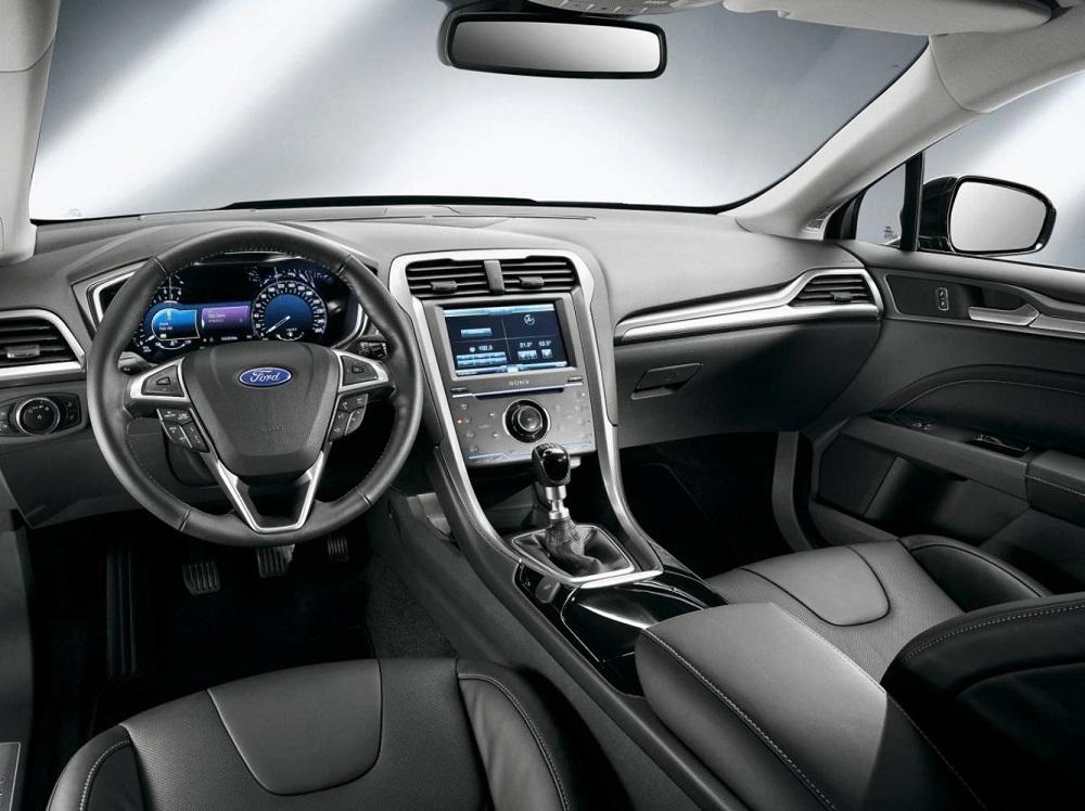Ford Mondeo салон автомобиля