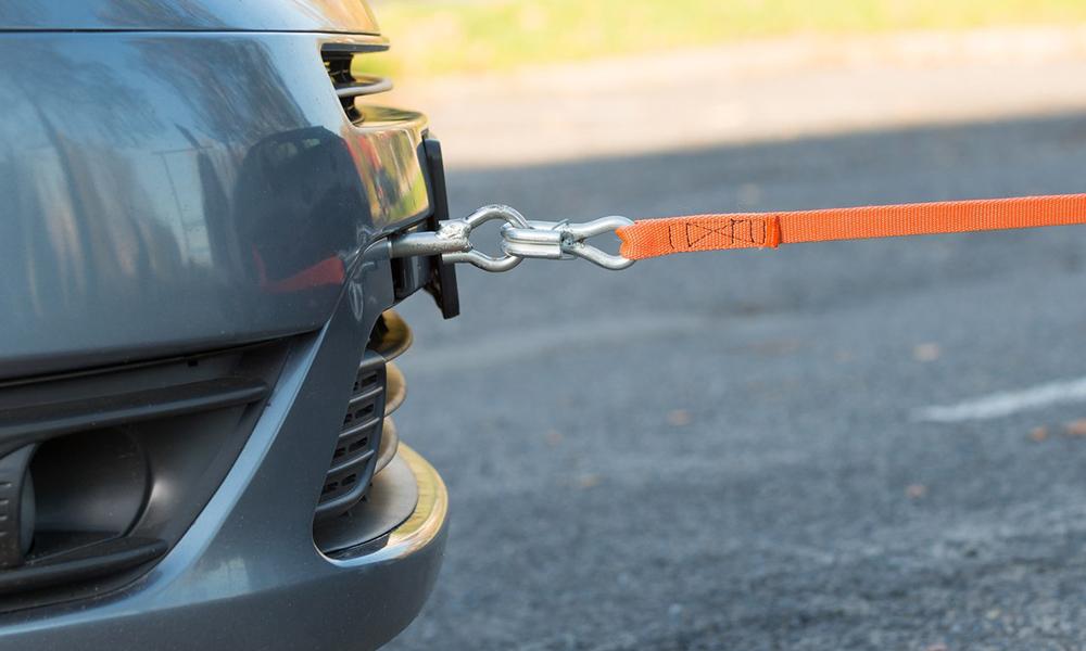 Буксировка автомобиля на тросу