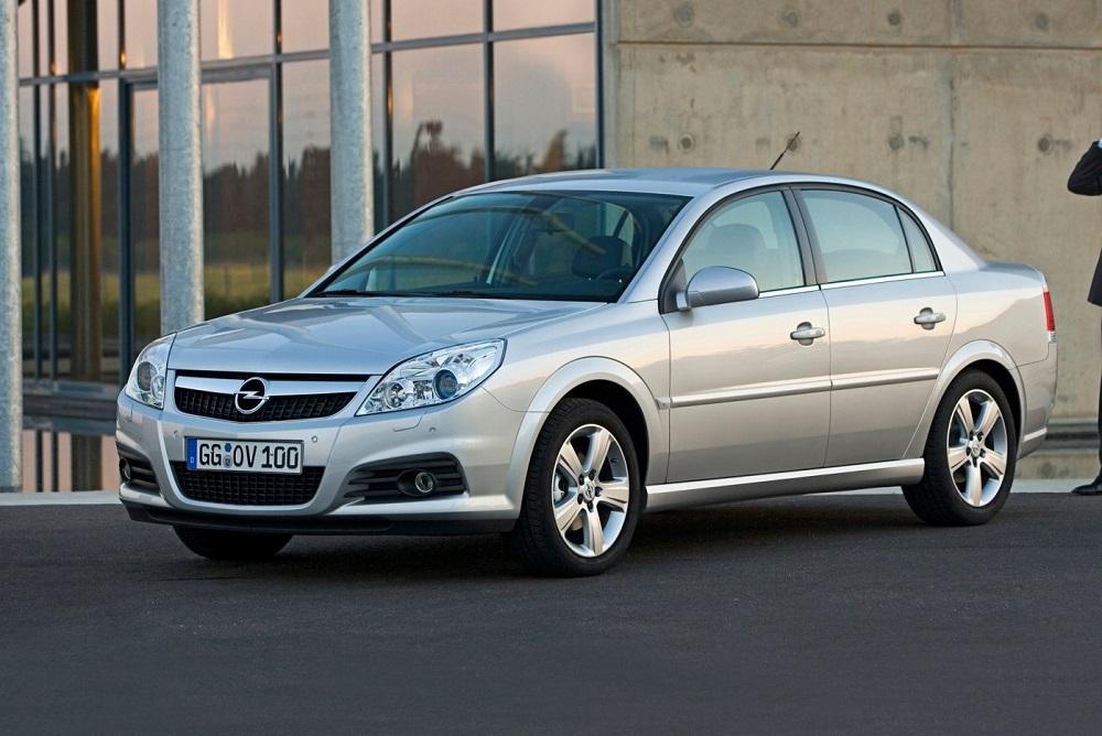 Opel Vectra на дороге