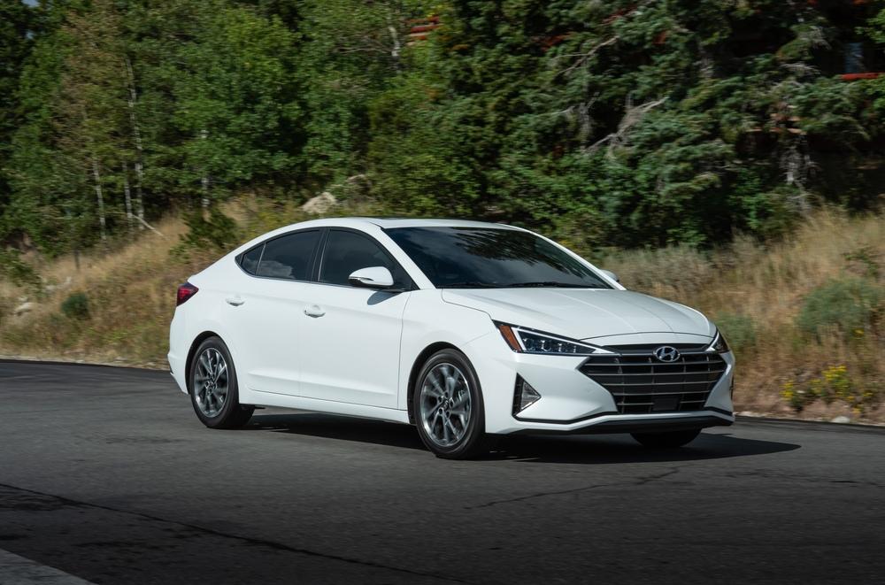 Hyundai Elantra белая
