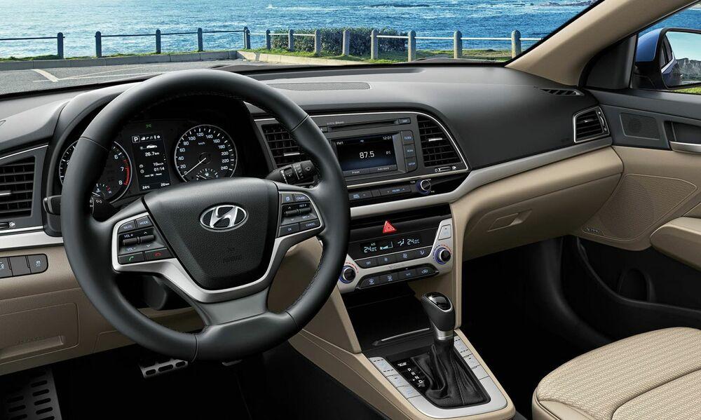 Hyundai Elantra салон светлый