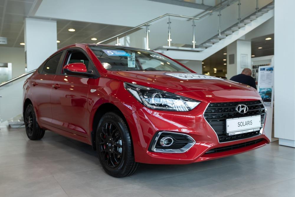 Hyundai Solaris красный