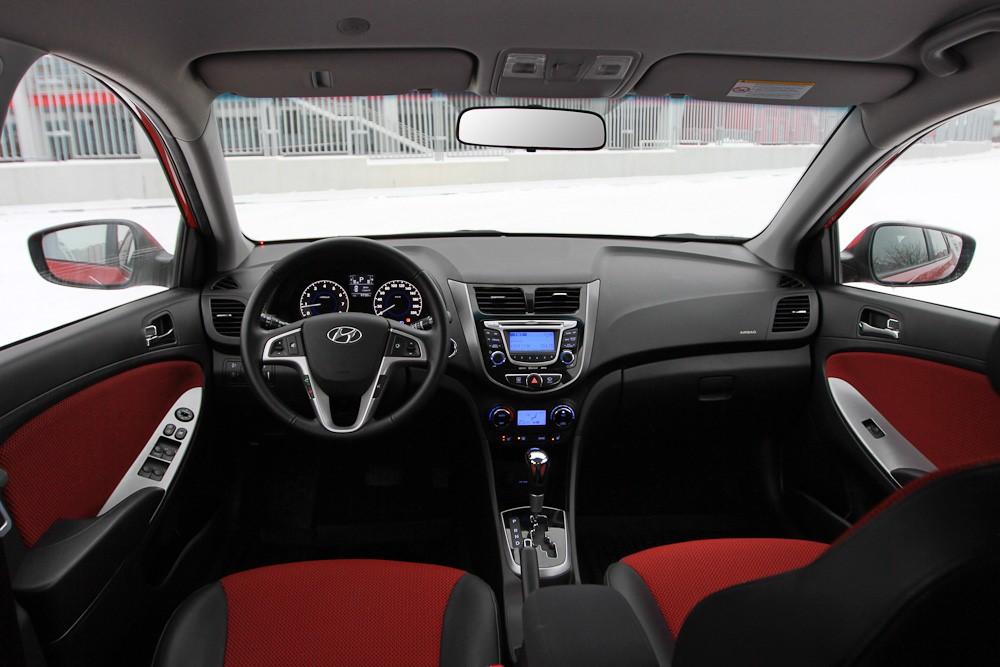 Hyundai Solaris салон красный