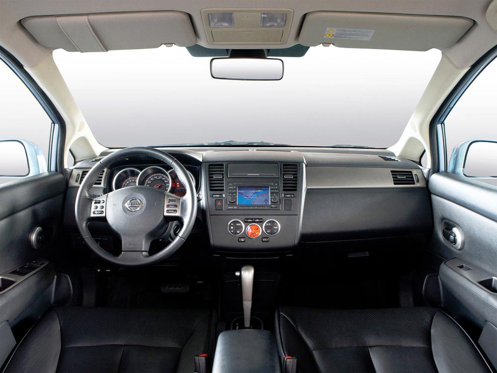 Nissan Tiida салон авто