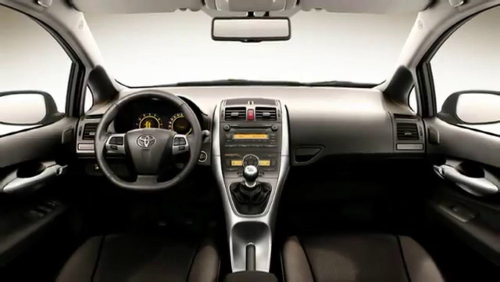 Toyota Auris салон черный