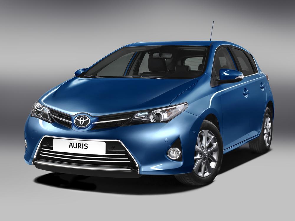 Toyota Auris синий